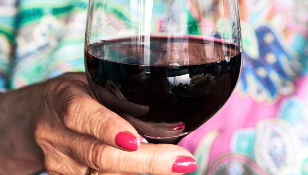 older-woman-drinking-red-wine_1600